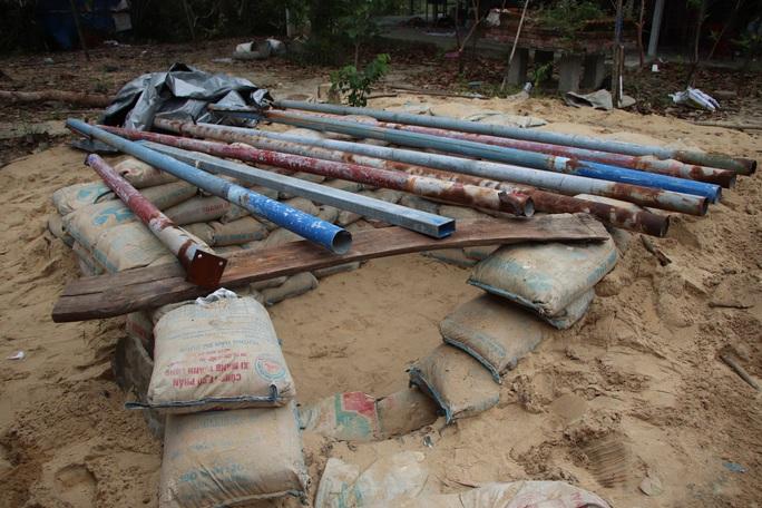 Người dân Quảng Nam đào hầm tránh bão số 9 - Ảnh 7.