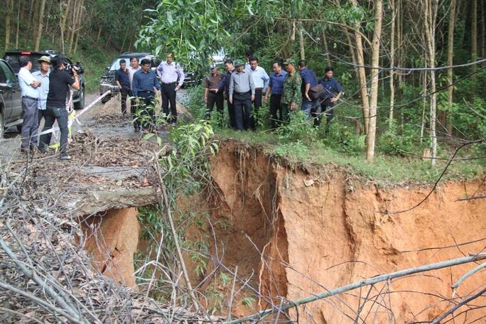 Bình Định khẩn trương di dời các hộ dân trước 17 giờ hôm nay tránh bão số 9 - Ảnh 2.