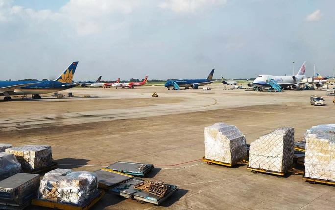 Tạm đóng cửa 5 sân bay, huỷ hàng trăm chuyến bay do bão số 9 - Ảnh 1.