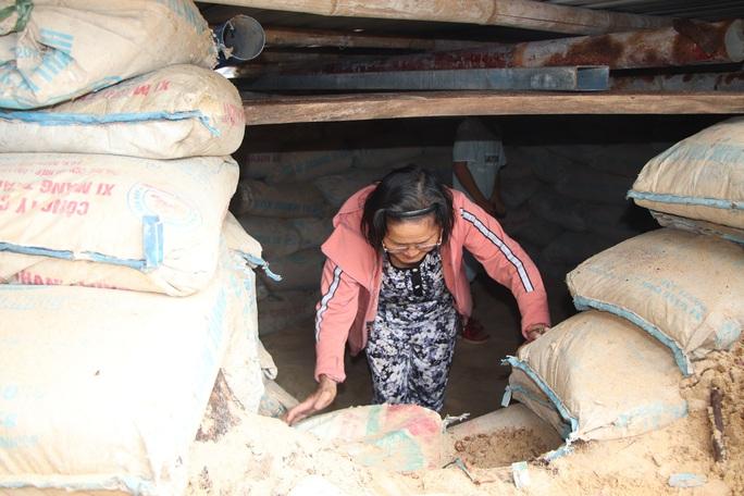 Người dân Quảng Nam đào hầm tránh bão số 9 - Ảnh 14.