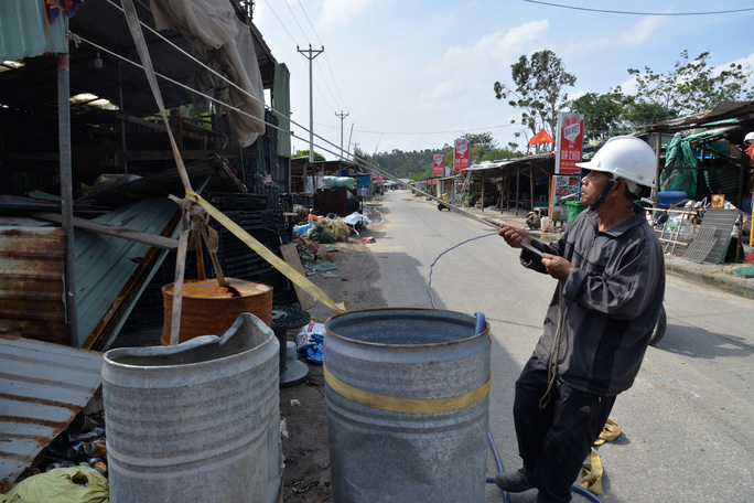 Quảng Ngãi: Đang di dời hàng chục ngàn người dân tránh bão số 9 - Ảnh 9.