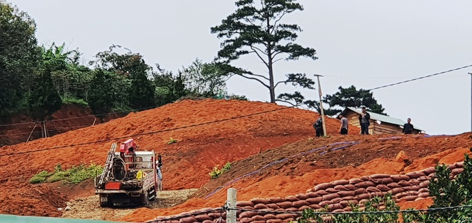 Làng biệt thự vắng chủ xây trái phép trên đất rừng Lâm Đồng - Ảnh 2.