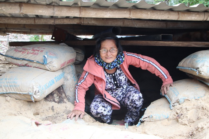 Người dân Quảng Nam đào hầm tránh bão số 9 - Ảnh 12.