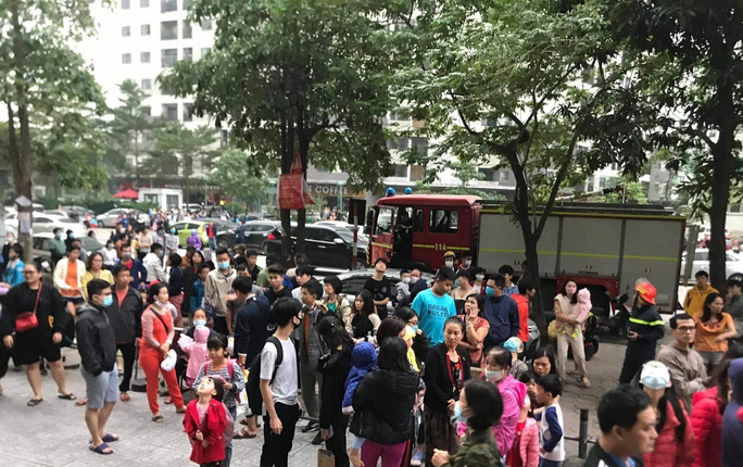 Cháy chung cư, hàng ngàn người hoảng sợ tháo chạy - Ảnh 3.