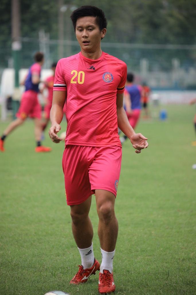 Treo giò Thanh Thụ 2 trận vì ném bóng vào mặt đồng nghiệp - Ảnh 1.