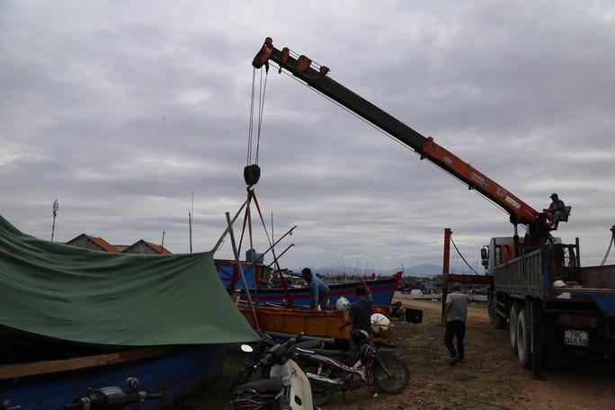 Phú Yên: Di dời khẩn cấp hơn 40.000 người tránh bão số 9 - Ảnh 2.