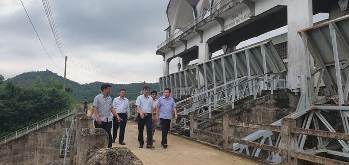 Phú Yên: Di dời khẩn cấp hơn 40.000 người tránh bão số 9 - Ảnh 3.