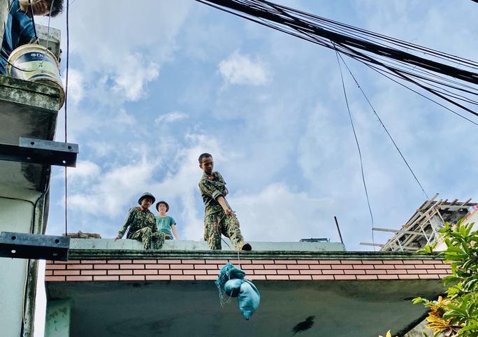 Bão số 9: Đà Nẵng chính thức yêu cầu người dân không ra khỏi nhà từ 20 giờ tối nay, 27-10 - Ảnh 5.