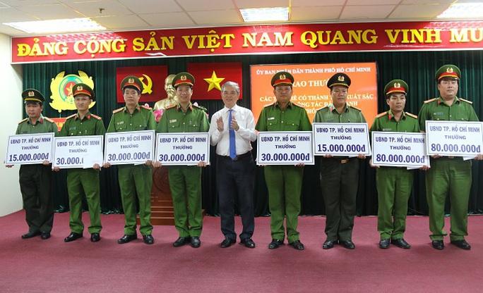 UBND TP HCM khen thưởng chiến công lớn của Công an TP - Ảnh 1.