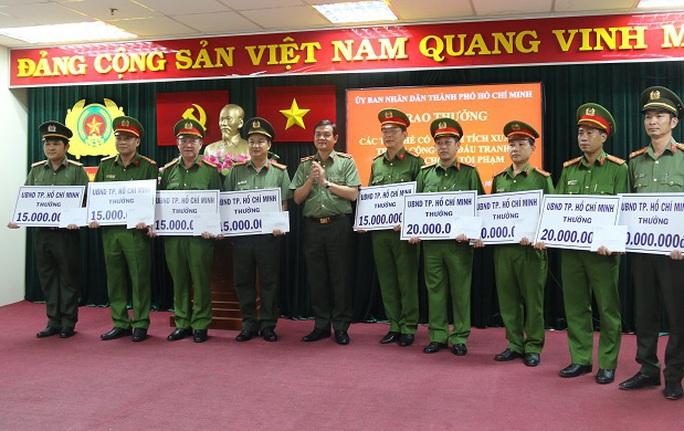 UBND TP HCM khen thưởng chiến công lớn của Công an TP - Ảnh 2.