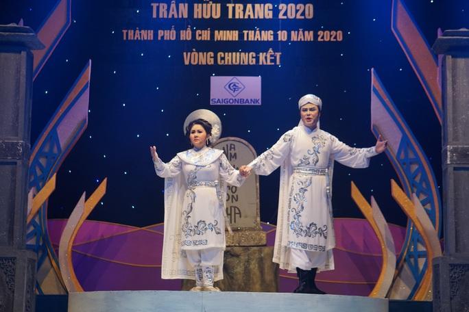 Lê Thanh Thảo, Võ Thành Phê hút hồn khán giả đêm chung kết 1 Trần Hữu Trang - Ảnh 1.