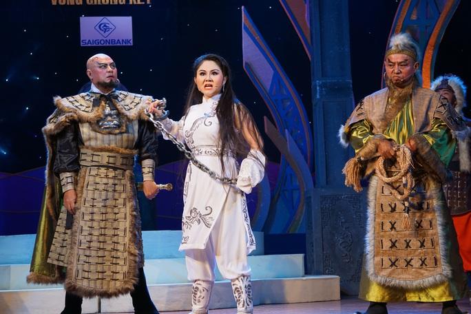 Lê Thanh Thảo, Võ Thành Phê hút hồn khán giả đêm chung kết 1 Trần Hữu Trang - Ảnh 3.