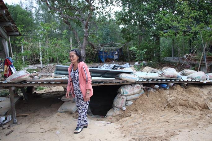 Người dân Quảng Nam đào hầm tránh bão số 9 - Ảnh 17.