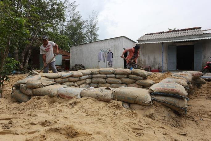 Người dân Quảng Nam đào hầm tránh bão số 9 - Ảnh 5.