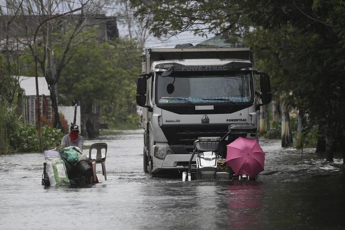 Bão Molave gây thiệt hại diện rộng tại Philippines - Ảnh 5.