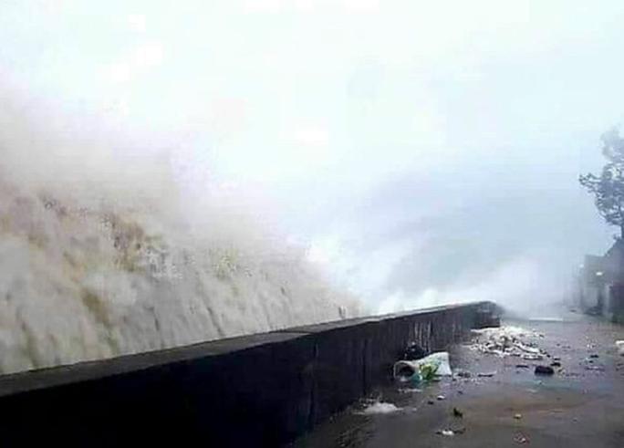 Quảng Ngãi bắt đầu có mưa lớn, vùng biển có gió mạnh liên hồi do bão số 9 - Ảnh 1.
