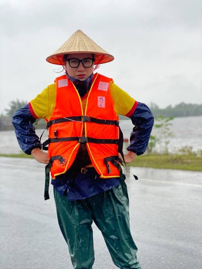Lùm xùm chuyện Trang Trần tố bị nhà xe ăn chặn 2 tấn hàng cứu trợ miền Trung - Ảnh 2.