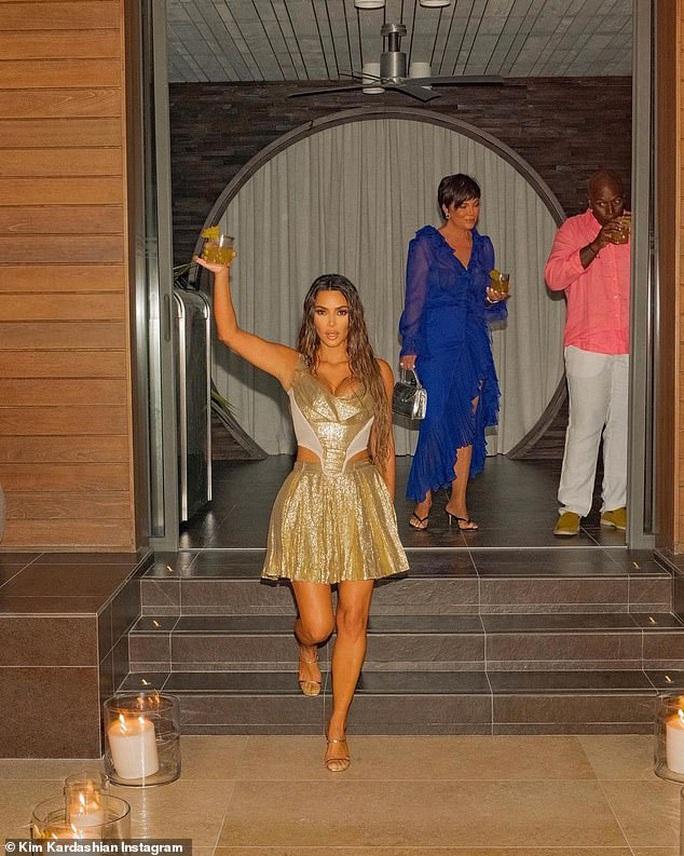 """Khoe sinh nhật hoành tráng, Kim Kardashian bị """"ném đá"""" dữ dội - Ảnh 2."""