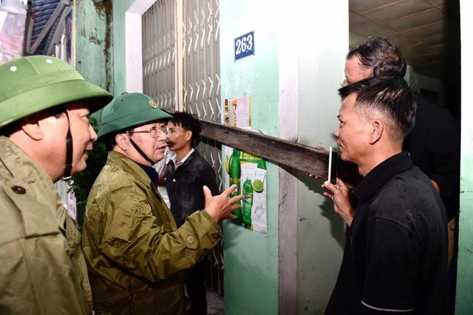 Phó thủ tướng Trịnh Đình Dũng: Bà con yên tâm tránh bão, công an sẽ bảo vệ tài sản cho dân - Ảnh 5.