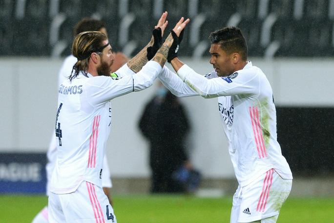Ngược dòng nghẹt thở trên đất Đức, Real Madrid vẫn xếp chót bảng Champions League - Ảnh 2.