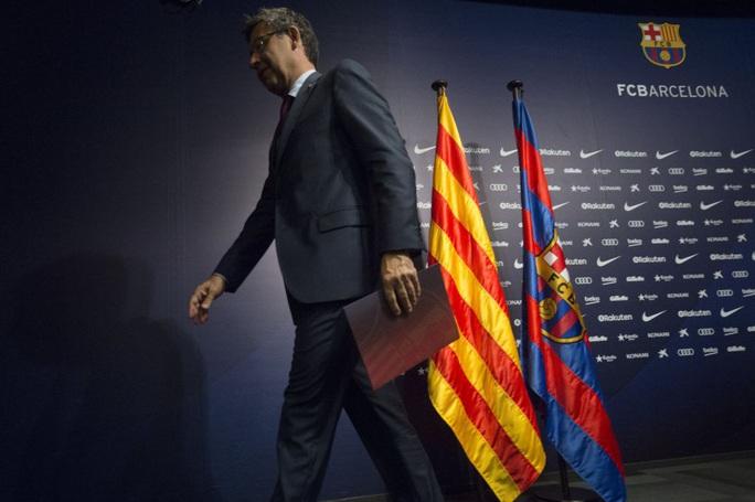 Ông trùm Bartomeu từ chức, Barcelona mơ ngày trở lại - Ảnh 2.