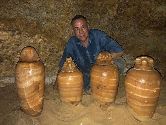 Mộ cổ 2.500 tuổi dưới giếng: cả một gia đình nằm giữa kho báu - Ảnh 1.
