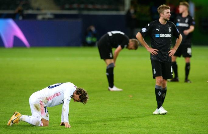 Ngược dòng nghẹt thở trên đất Đức, Real Madrid vẫn xếp chót bảng Champions League - Ảnh 3.