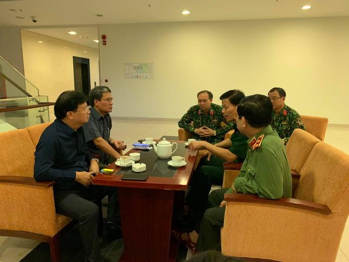 Phó thủ tướng Trịnh Đình Dũng: Bà con yên tâm tránh bão, công an sẽ bảo vệ tài sản cho dân - Ảnh 8.