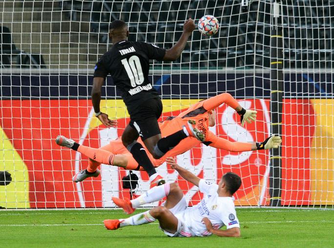 Ngược dòng nghẹt thở trên đất Đức, Real Madrid vẫn xếp chót bảng Champions League - Ảnh 4.