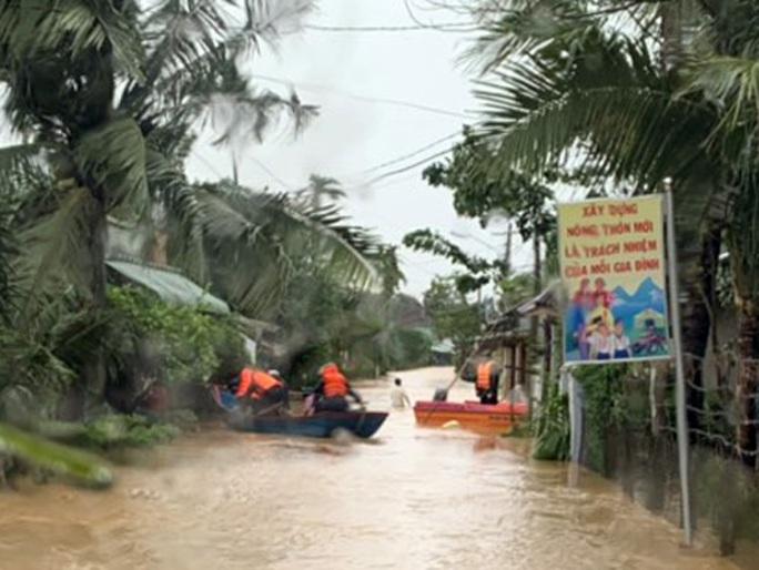 Sau bão, nhiều hộ dân miền núi Bình Định đối mặt lũ quét - Ảnh 3.