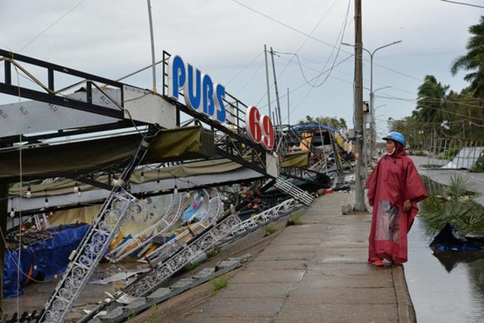 VIDEO: Quảng Ngãi tan hoang khi bão số 9 đi qua - Ảnh 6.