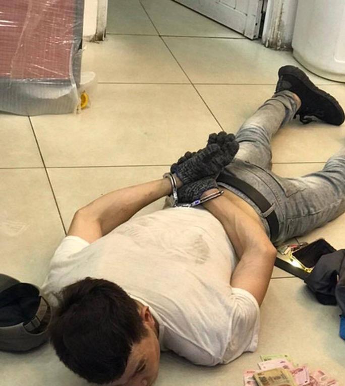 Bắt tên trộm đột nhập cửa hàng FPT Shop trộm 120 triệu đồng - Ảnh 1.