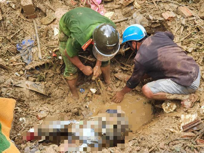 Sạt lở kinh hoàng ở Trà Leng: Tìm thấy thêm 2 thi thể, chó nghiệp vụ vào cuộc - Ảnh 3.