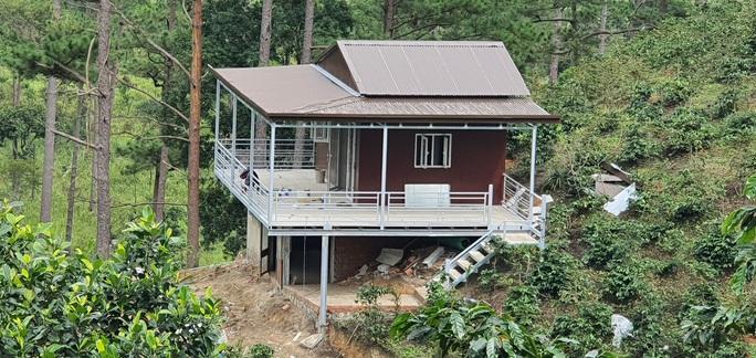 Làng biệt thự trái phép trong rừng: UBND tỉnh Lâm Đồng chỉ đạo khẩn, cắt điện trung thế - Ảnh 4.