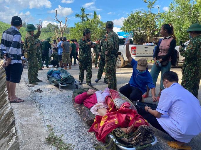 Vụ sạt lở núi vùi lấp ở xã Trà Leng: Cứu sống được 33 người - Ảnh 2.