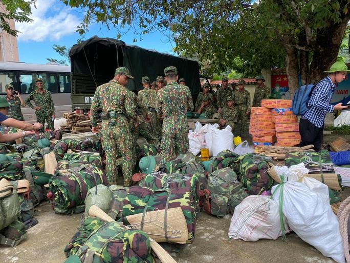 Sạt lở vùi lấp hơn 40 người ở Quảng Nam: Điều kỳ diệu, tìm được nhiều người vẫn còn sống - Ảnh 12.