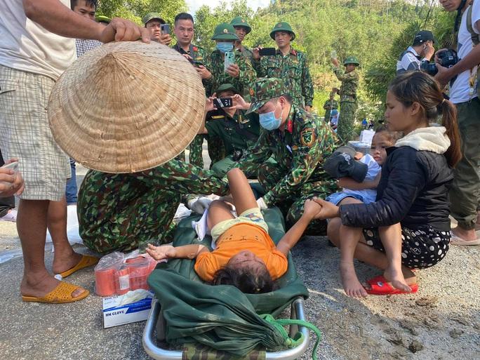 Vụ sạt lở núi vùi lấp ở xã Trà Leng: Cứu sống được 33 người - Ảnh 3.