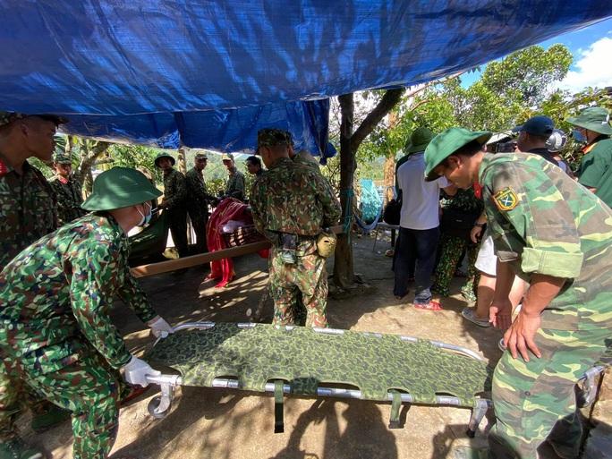 Vụ sạt lở núi vùi lấp ở xã Trà Leng: Cứu sống được 33 người - Ảnh 15.