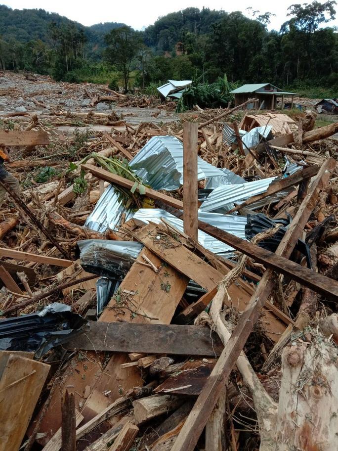 Vụ sạt lở ở Phước Sơn vùi lấp 11 người: Lực lượng cứu hộ phải ngủ lại trong rừng - Ảnh 9.