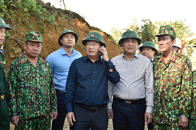 CLIP: Thủ tướng gọi điện trao đổi với Phó Thủ tướng về sạt lở đất ở Nam Trà My - Ảnh 1.