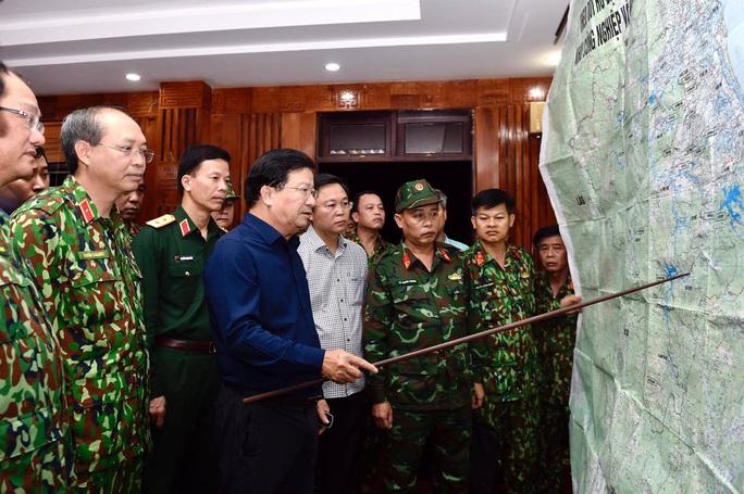 Sạt lở vùi lấp hơn 40 người ở Quảng Nam: Điều kỳ diệu, tìm được nhiều người vẫn còn sống - Ảnh 16.