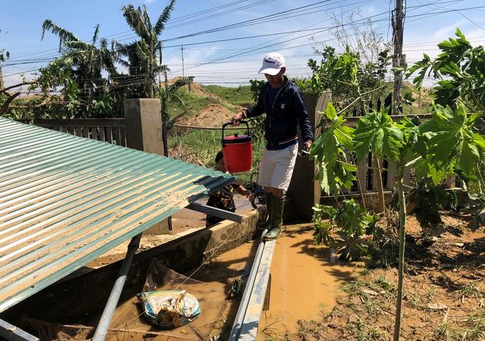 Báo Người Lao Động hỗ trợ khẩn cấp người dân vùng bão lũ Quảng Ngãi - Ảnh 2.