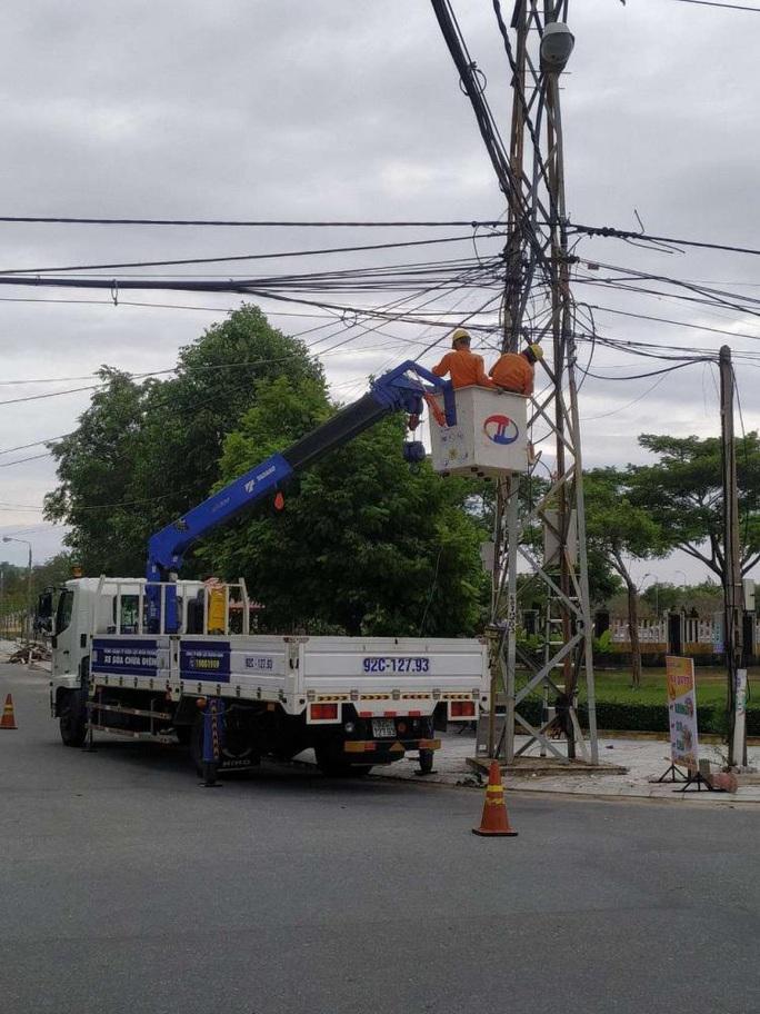 EVNCPC huy động toàn lực khắc phục  sự cố điện do bão số 9 gây ra - Ảnh 2.