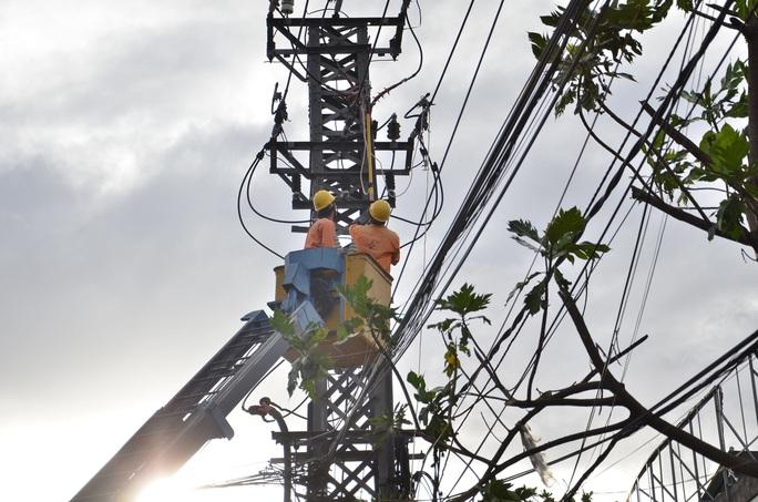 EVNCPC huy động toàn lực khắc phục  sự cố điện do bão số 9 gây ra - Ảnh 3.