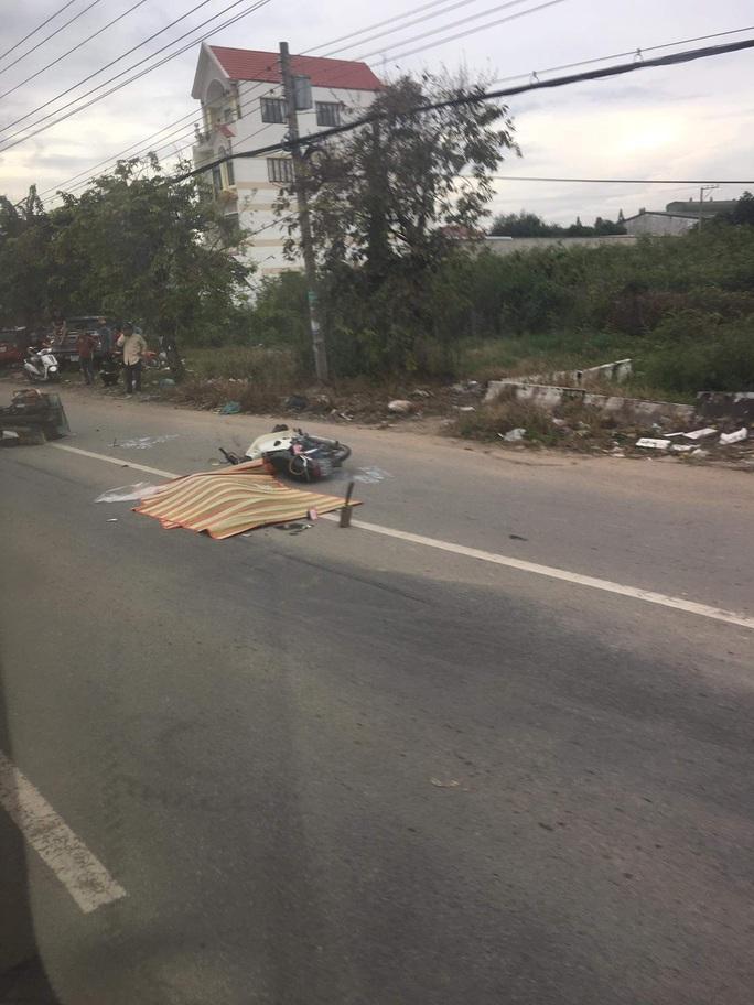 Bình Dương: Hai xe máy tông nhau, người đàn ông bị xe phun bê-tông cán chết - Ảnh 2.