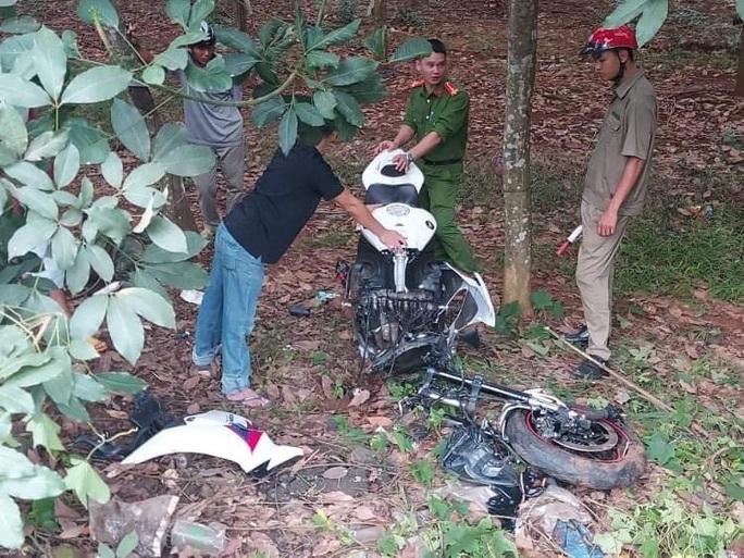 Xe phân khối lớn gãy đôi khi tông xe máy, 3 người thương vong - Ảnh 2.