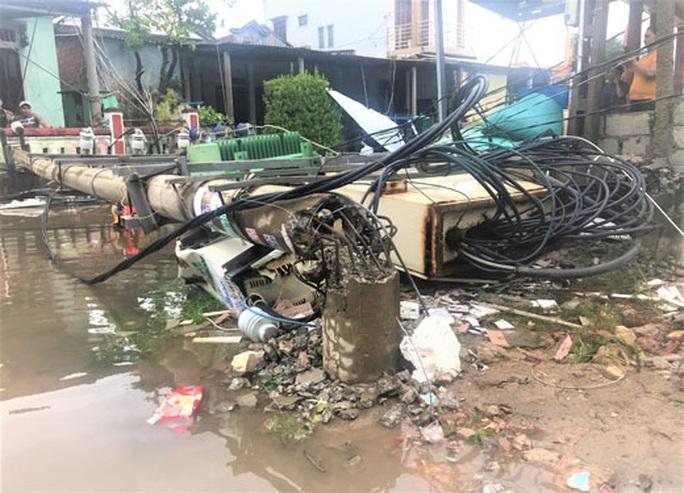 Hơn 600 cột điện gãy đổ trong bão số 5: Bộ Xây dựng chỉ rõ nguyên nhân - Ảnh 1.