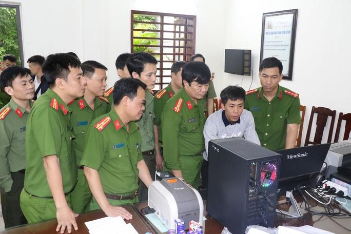 Bắt 3 cán bộ ở Thanh Hóa trong đường dây sản xuất văn bằng, chứng chỉ giả - Ảnh 1.
