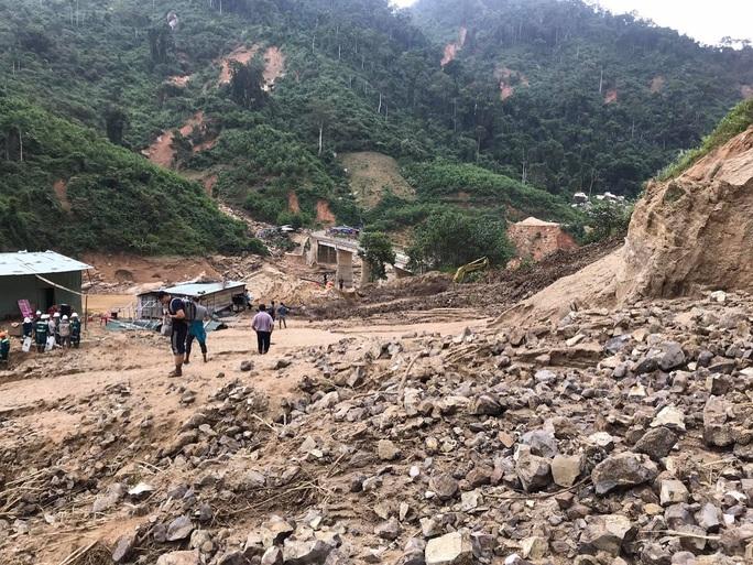 13 người bị vùi lấp ở Phước Sơn: Bí thư và Chủ tịch tỉnh Quảng Nam băng rừng đến hiện trường - Ảnh 5.