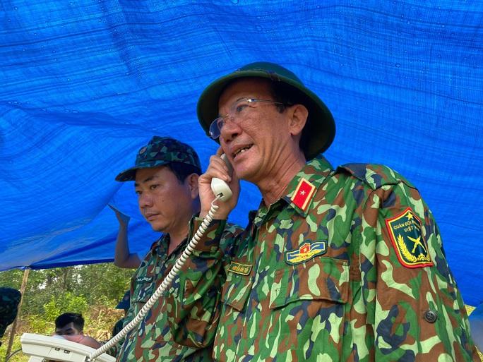 Thiếu tướng Nguyễn Đình Tiến: Dốc toàn lực tìm nạn nhân bị vùi lấp - Ảnh 1.
